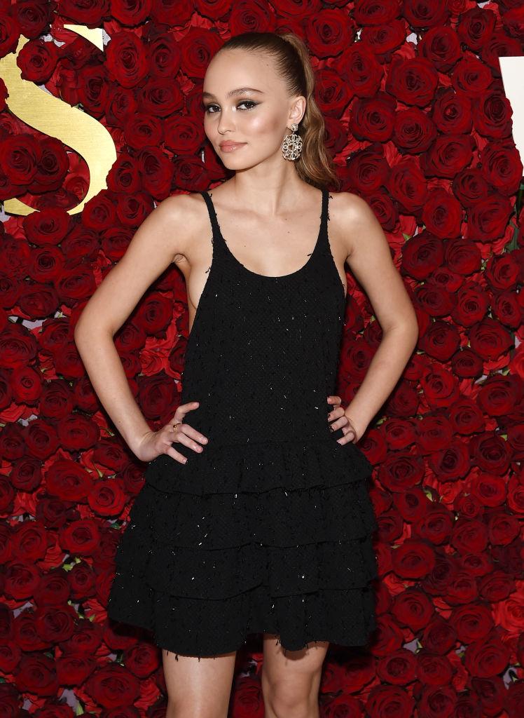 Юная искусительница: Лили-Роуз Депп появилась на публике в полупрозрачном платье