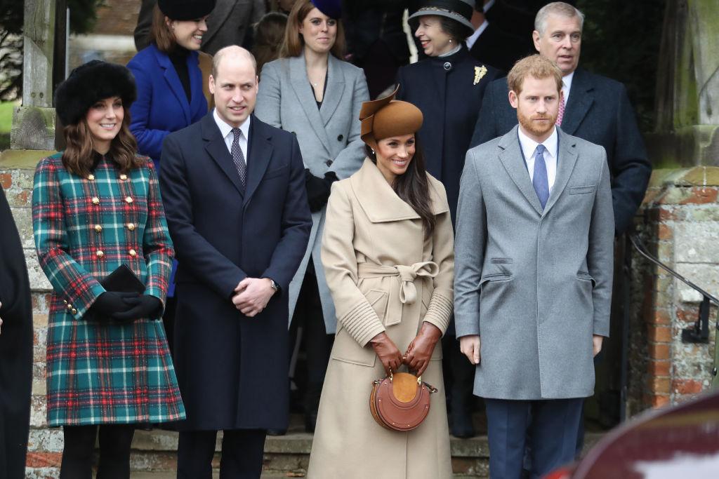 Королевскийшик: разбираем детально наряд Меган Маркл на Рождество