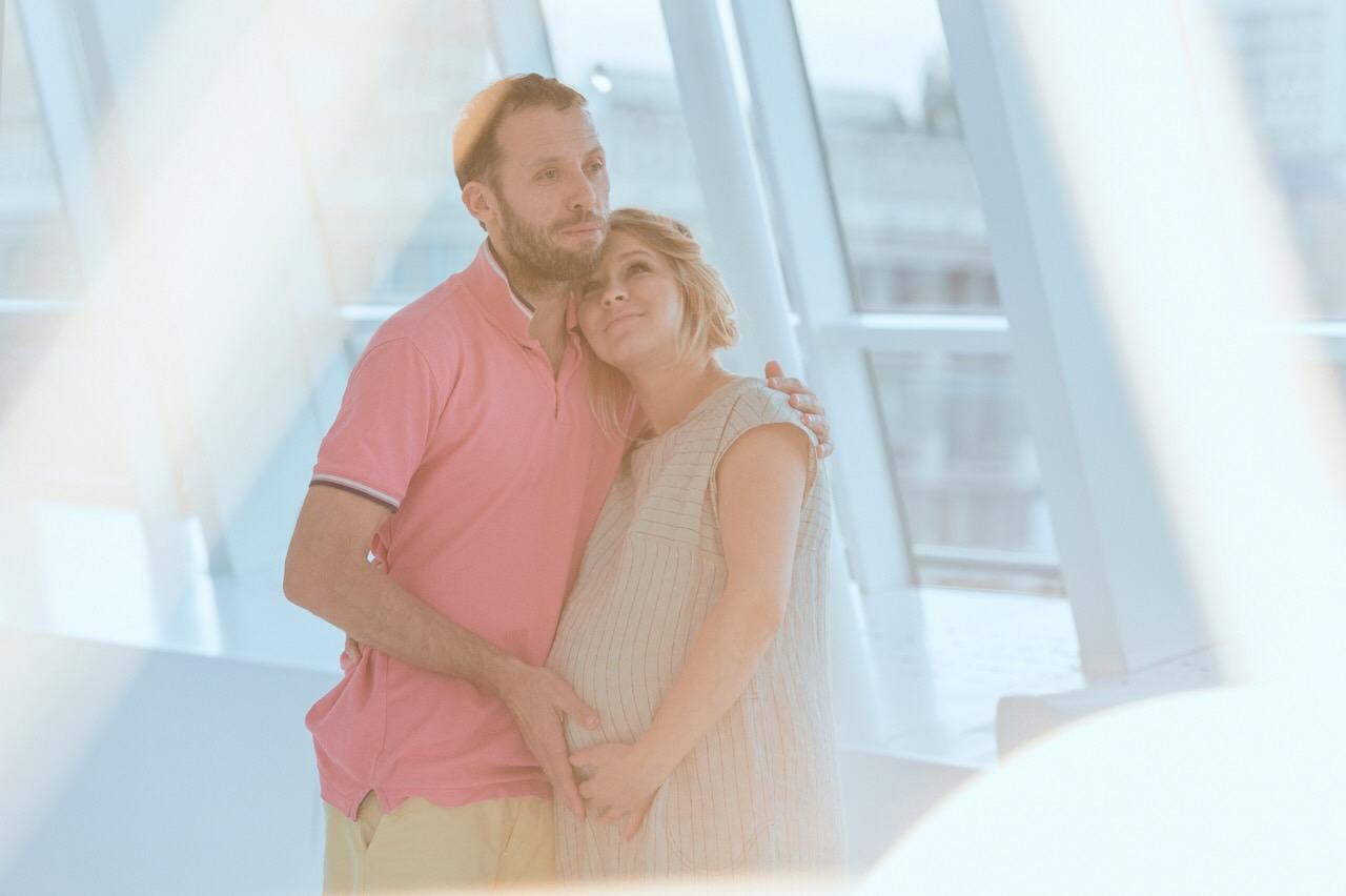 Константин Томильченко впервые поделился трогательными снимками своей беременной жены