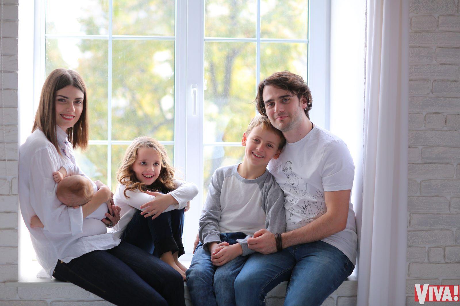 Участник Океана Ельзи Милош Елич знакомит с женой и детьми: эксклюзив Viva! (Фото)