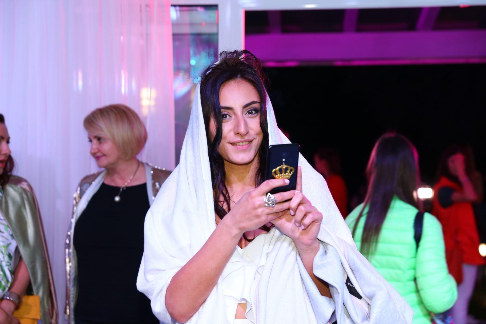 "Нежно и красиво: Роза Аль-Намри пришла на ""Viva, Morshinska! ECO AWARDS 2017"" с белой накидкой на голове"