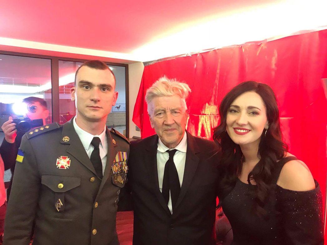 Дэвид Линч поддержал проект Viva Переможці и пожал руки ветеранам АТО