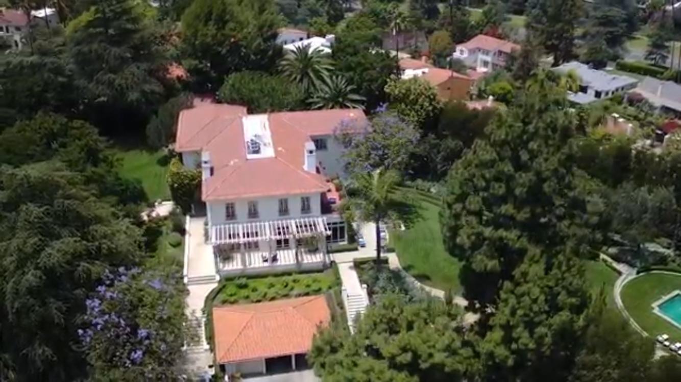 В сети появились снимки шикарного особняка Анджелины Джоли в Лос-Анджелесе