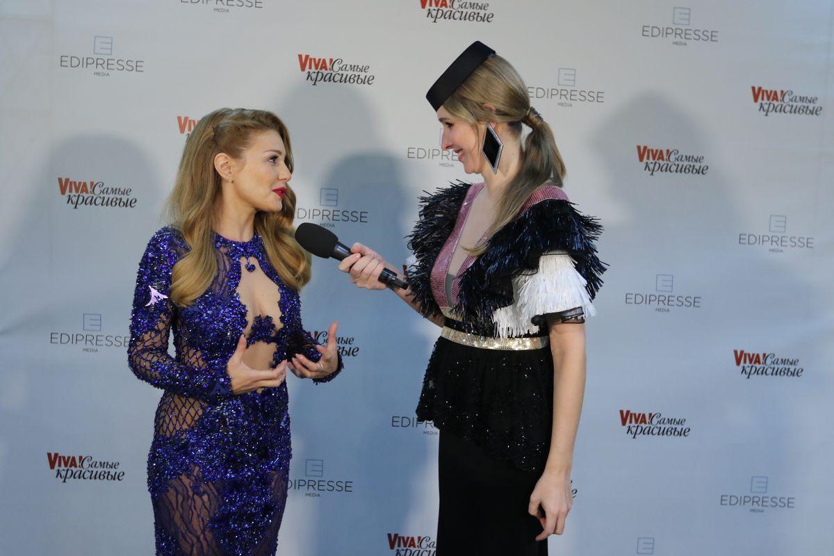 Молодая мама в работе: Катя Осадчая берет интервью на церемонии Viva Самые красивые 2017 (Фото)