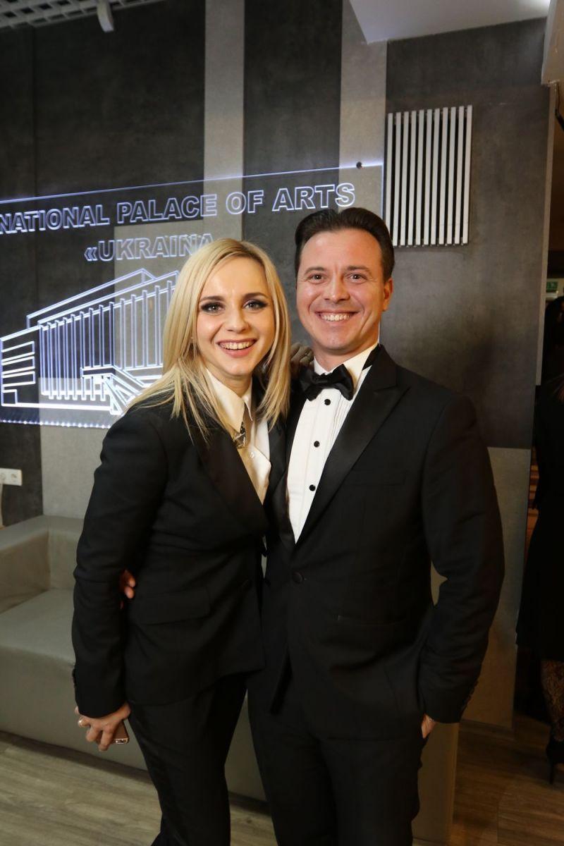В стиле мистера и миссис Смит: Лилия Ребрик с мужем пришла на Viva! Самые красивые-2017 в брючных костюмах