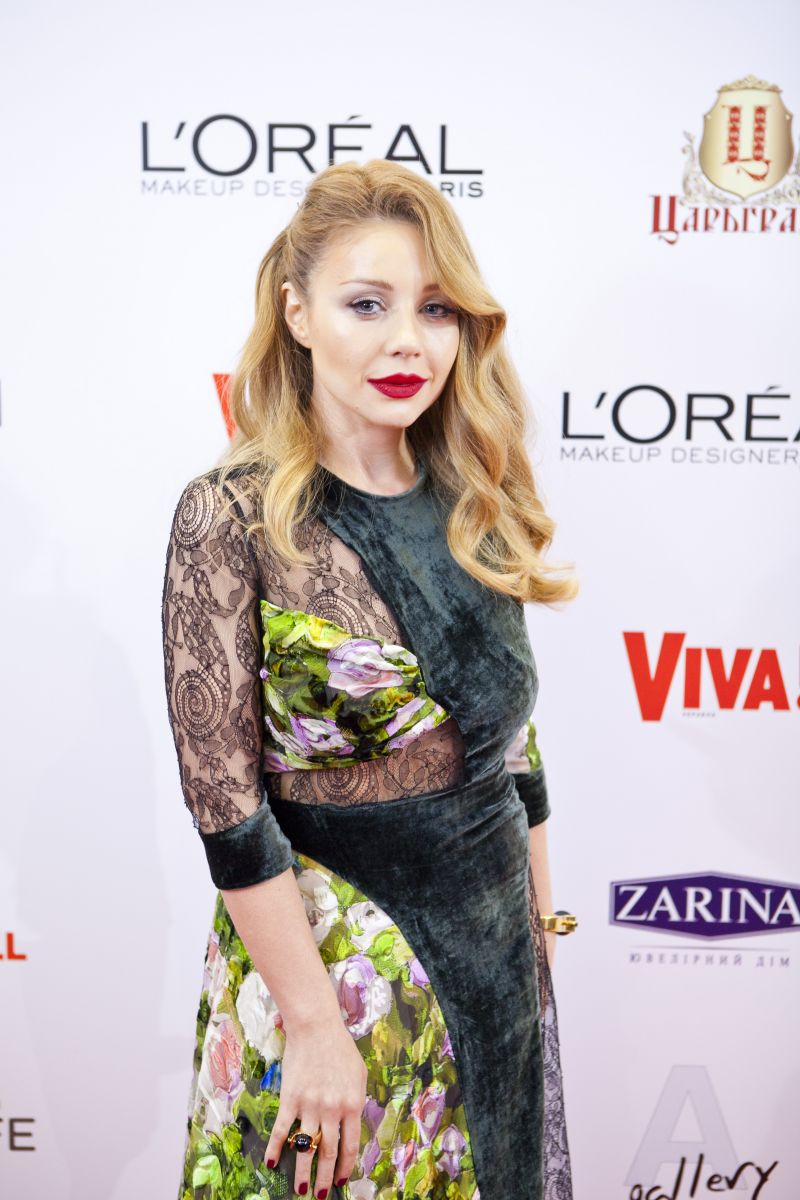 Тина Кароль поразила сексуальным платьем