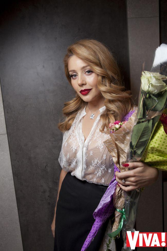Тина Кароль вышла в свет в сексуальном прозрачном наряде