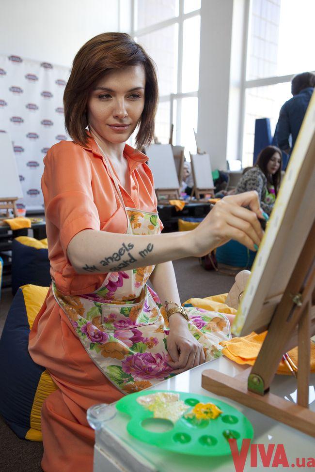 Звездный девичник Viva! Как известные украинки рисовали за бокалом вина