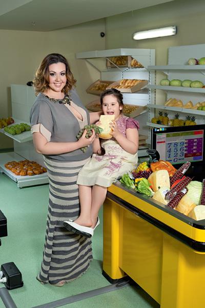 Алена Гребенюк с дочерью Лизой