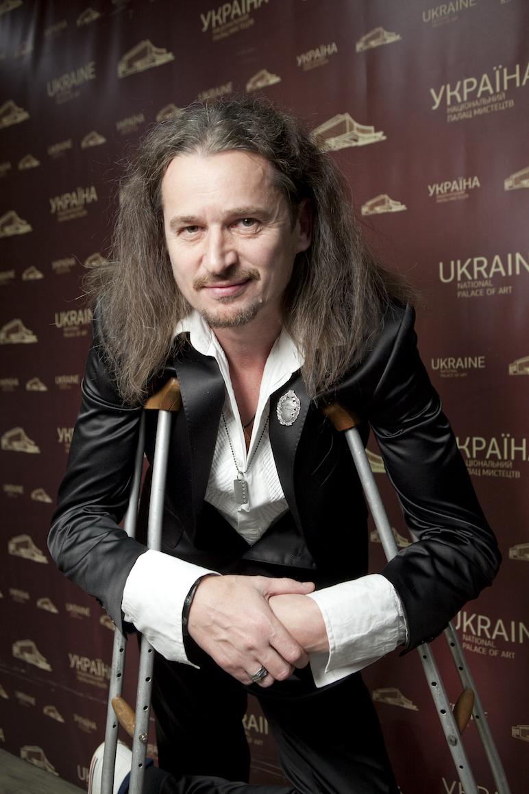 Поседевший Юрко Юрченко вернулся из Канады с поломанной ногой
