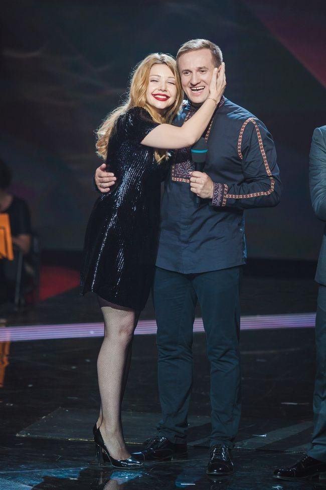 Тина Кароль в платье от Louis Vuitton на шоу Голос країни 5