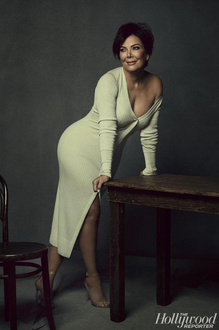 Эпоха семейства Кардашьян: Ким Кардашьян с мамой и сестрами снялась в роскошной фотосессии