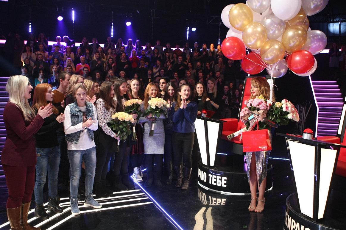 """Тина Кароль отметила 32-летие в шикарном платье на съемках шоу """"Голос країни-7"""""""