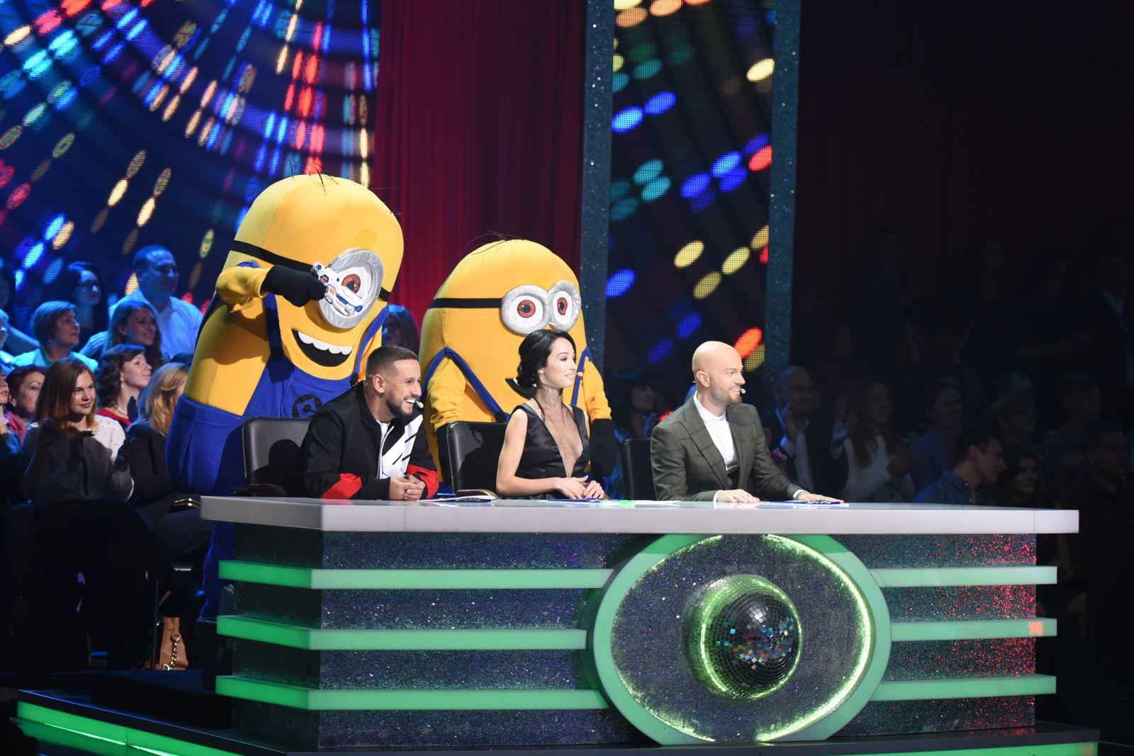 Элегантно и соблазнительно: в сети обсуждают наряд судьи шоу