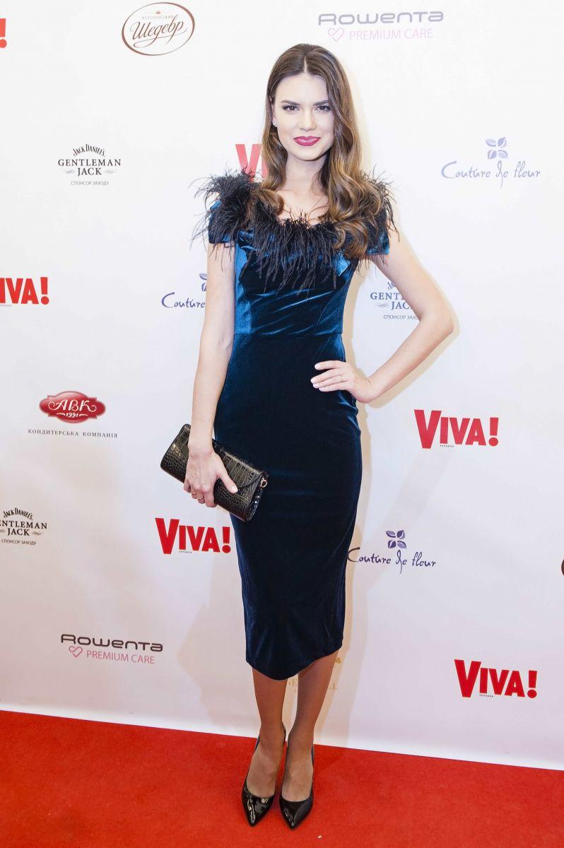 """Яркие цвета и модные фасоны: какие наряды выбрали Тина Кароль, Катя Осадчая и другие звезды на """"Viva! Бал"""""""