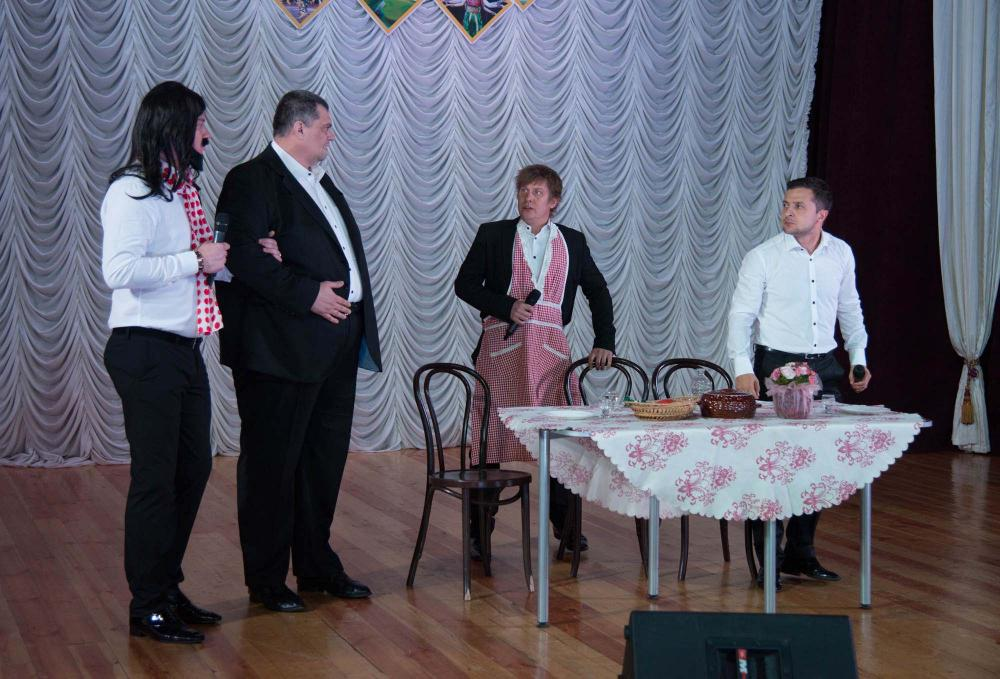 """Владимир Зеленский и """"Квартал 95"""" устроил юмористический марафон в Мариуполе"""