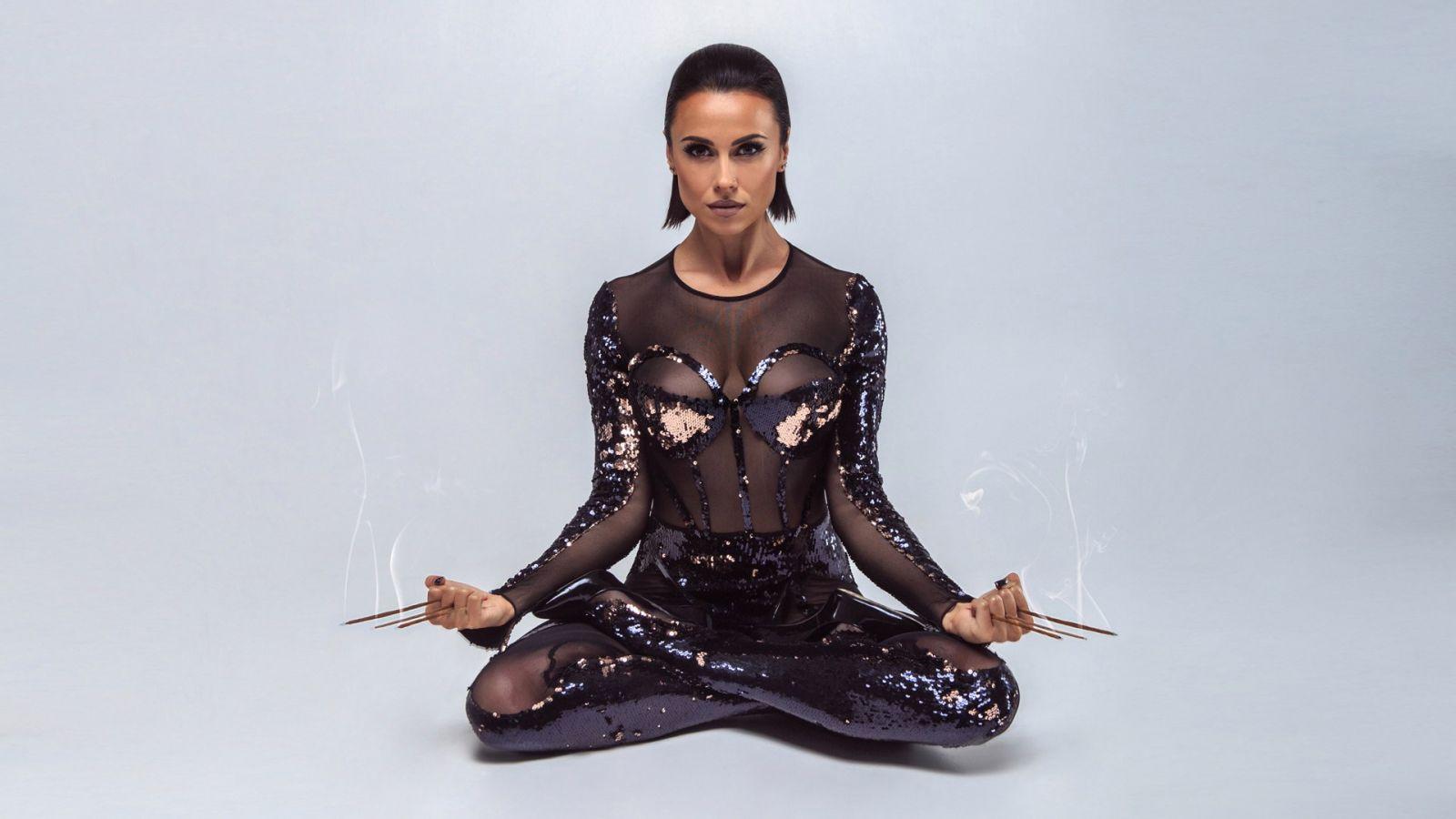 Экс-солистка группы Nikita Анастасия Кумейко снялась в горячей фотосесии