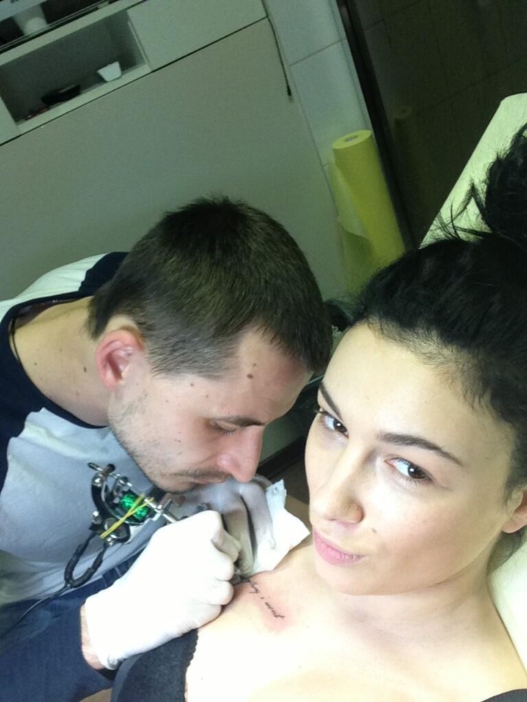 Анастасия Приходько сделала себе новую татуировку