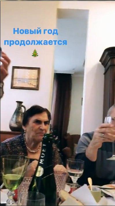 семья Константина Меладзе и Веры Брежневой за одним столом