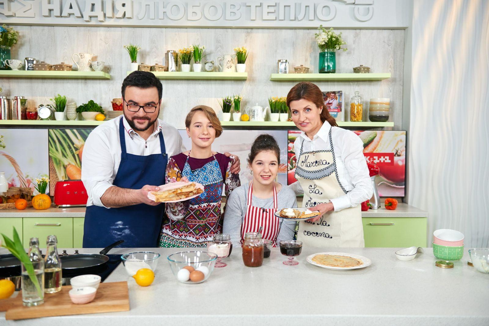 Марина Порошенко учит готовить блины