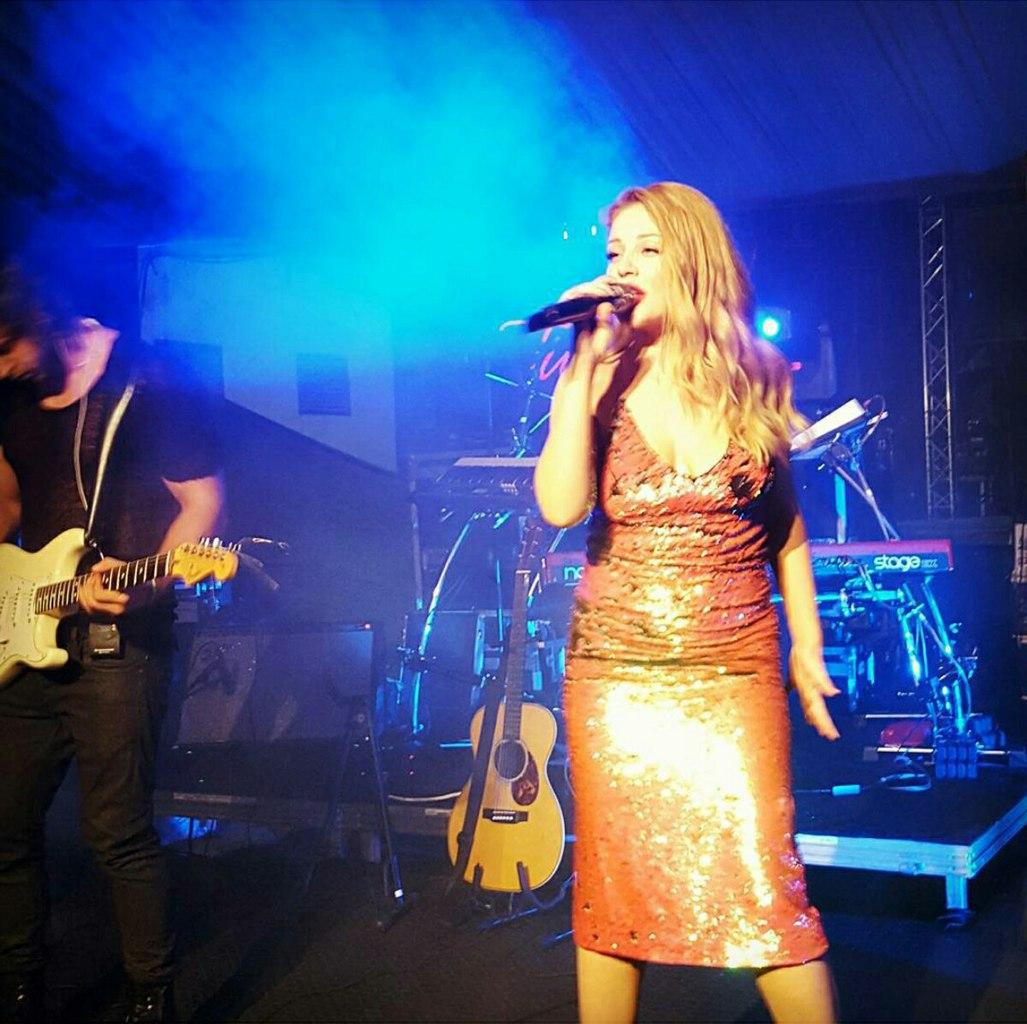 Тина Кароль на концерте в Грузии