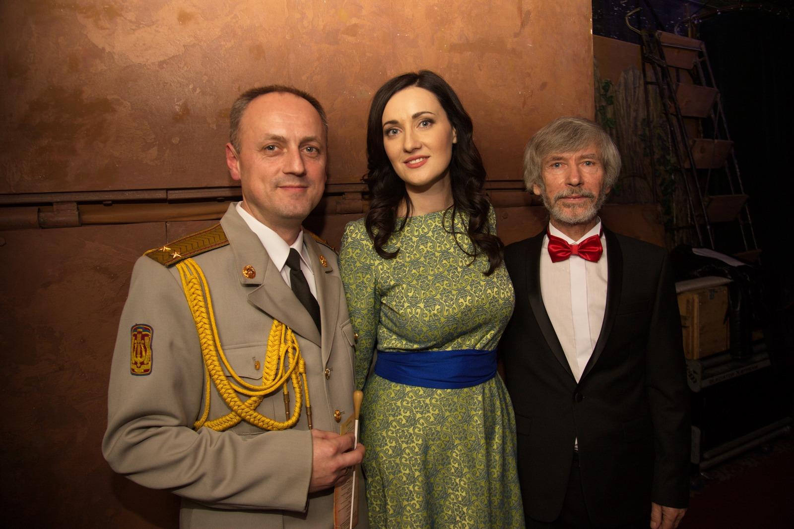 Соломия Витвицкая и Ирэна Карпа сели в инвалидные коляски и проехались по Киеву изоражения