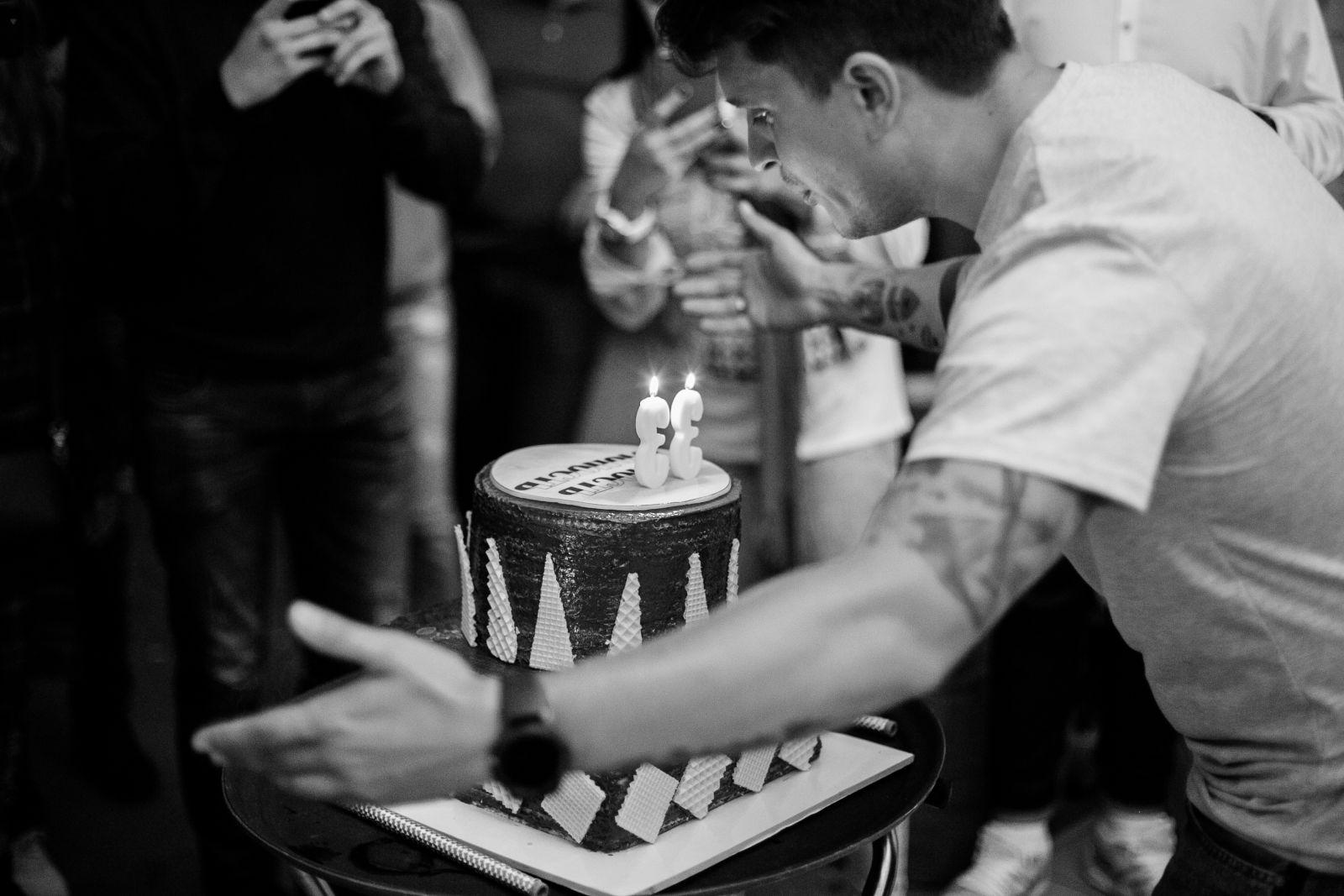Танцы с друзьями: Дмитрий Комаров оторвался на дне рождения Анатолия Анатолича