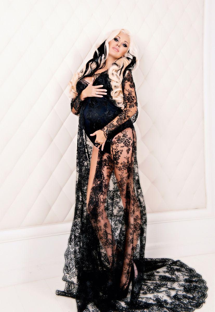Катя Бужинская снялась беременной в пикантной фотосессии