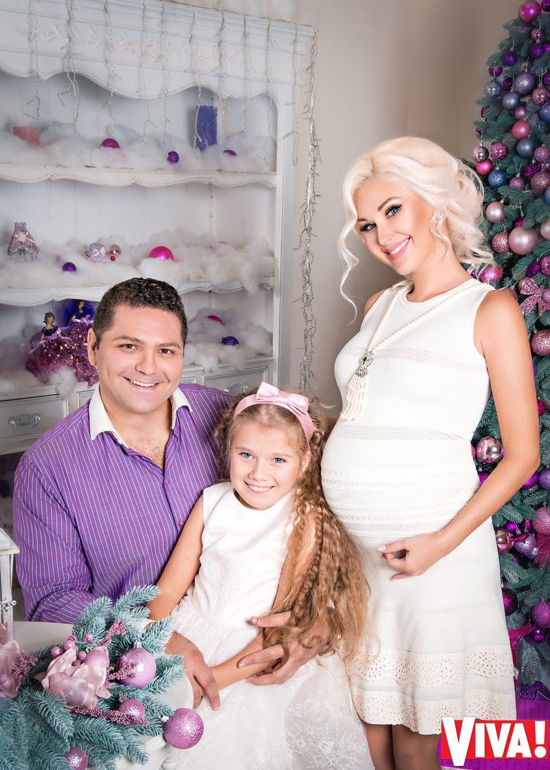 Катя Бужинская с семьей