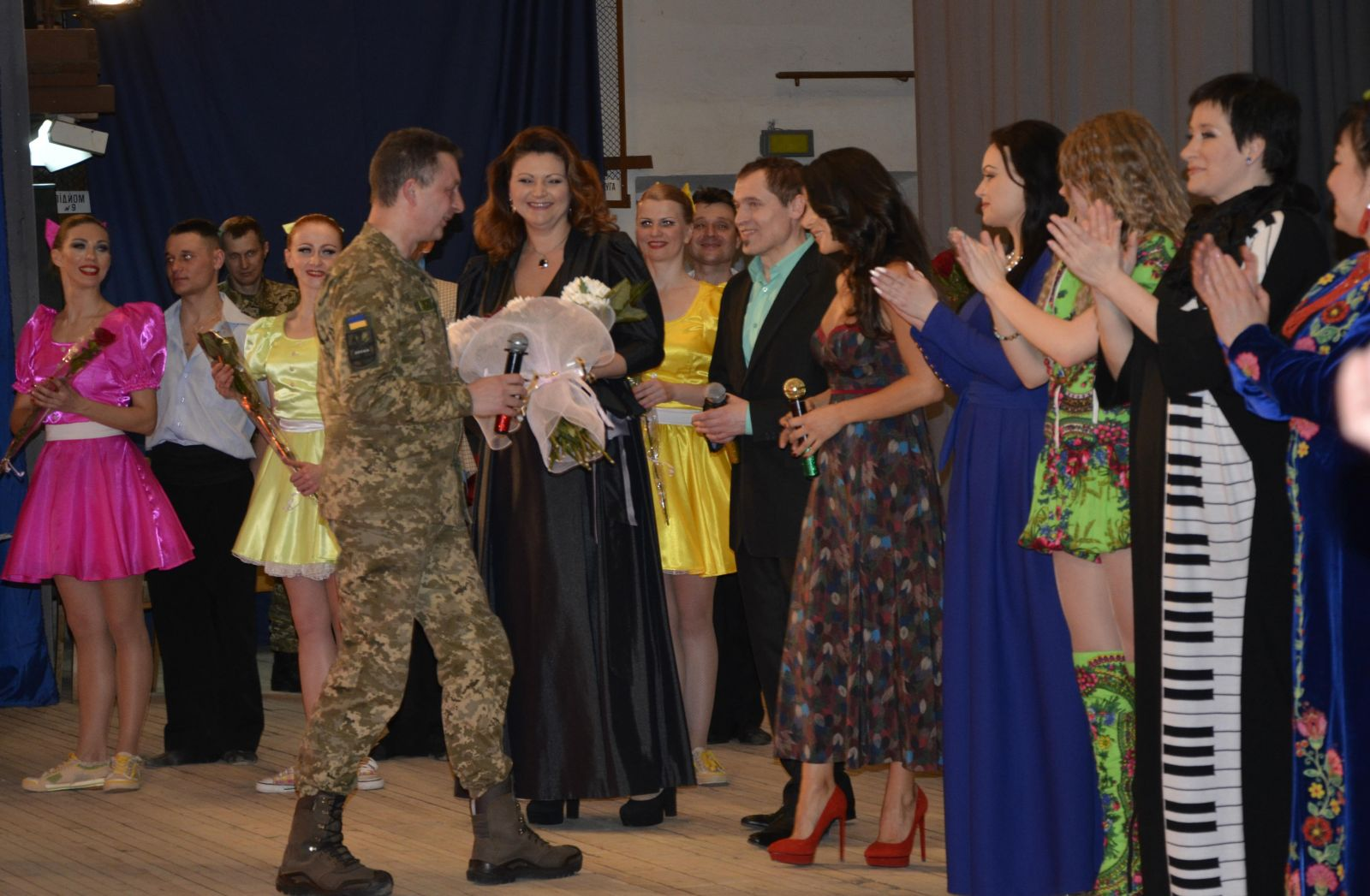 Злата Огневич дала концерт для женщин-военнослужащих