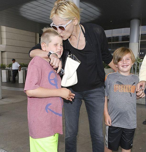 Шэрон Стоун появилась на публике со своими детьми