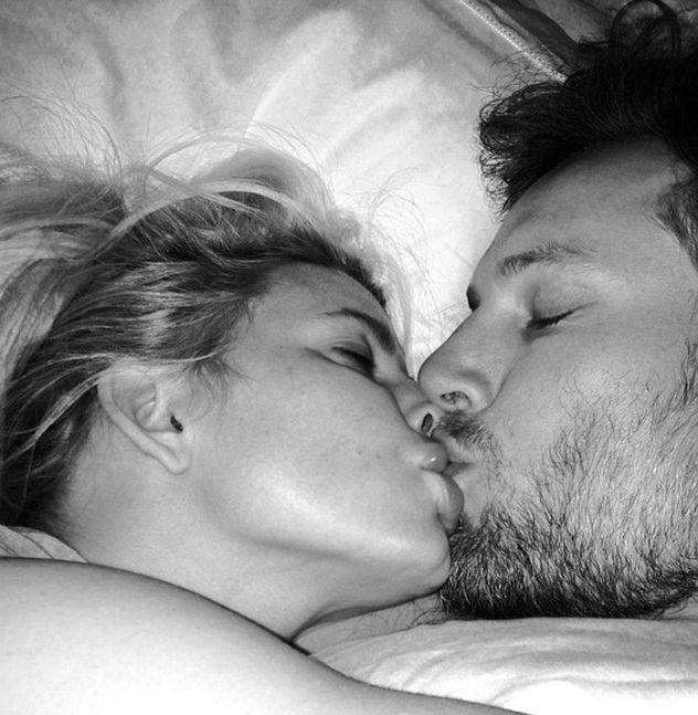 Картинка поцелуй на ночь парню