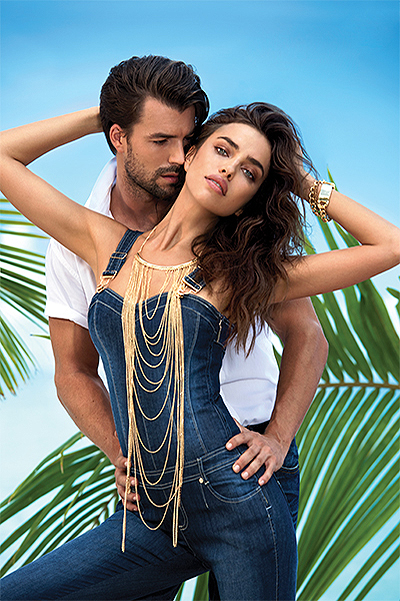 В ожидании лета: романтичная Ирина Шейк позирует на берегу океана