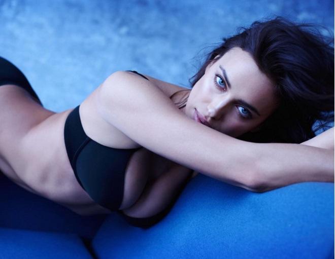 Соблазнительная Ирина Шейк позирует в стильной рекламе нижнего белья
