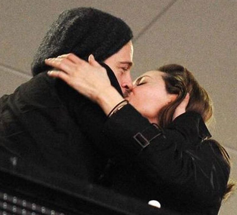 Картинки он и она утро поцелуй предпочли заключить