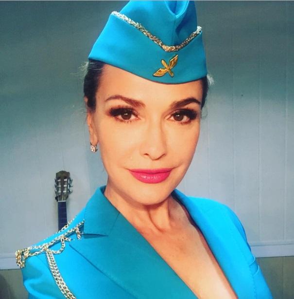 Стюардесса Ольга Сумская: актриса порадовала новым амплуа