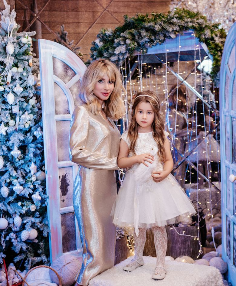 Loboda с дочерью Евой снялась в новогодней фотосессии