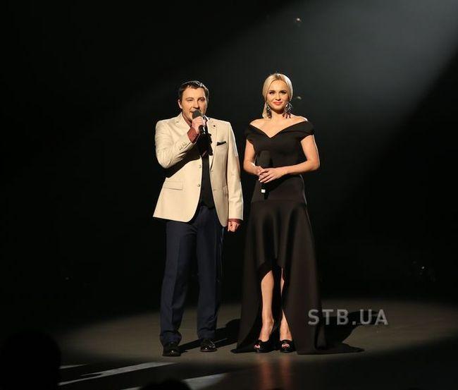 Лилия Ребрик подчеркнула осиную талию элегантным платьем от украинского дизайнера