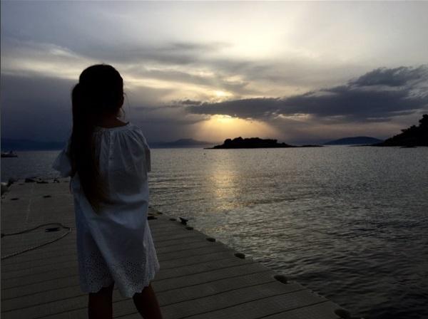 Семейство на отдыхе: Виктория и Дэвид Бекхэм с детьми релаксируют на море