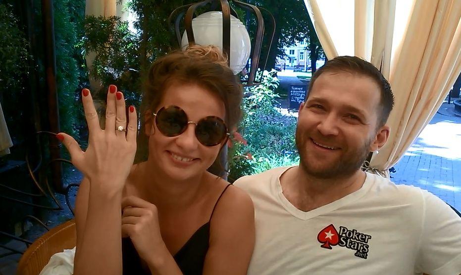 """Победительница шоу """"Холостяк-4"""" показала роскошное обручальное кольцо"""