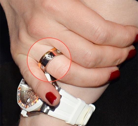 Больше не скрывают: Джанабаева показала обручальное кольцо от Меладзе