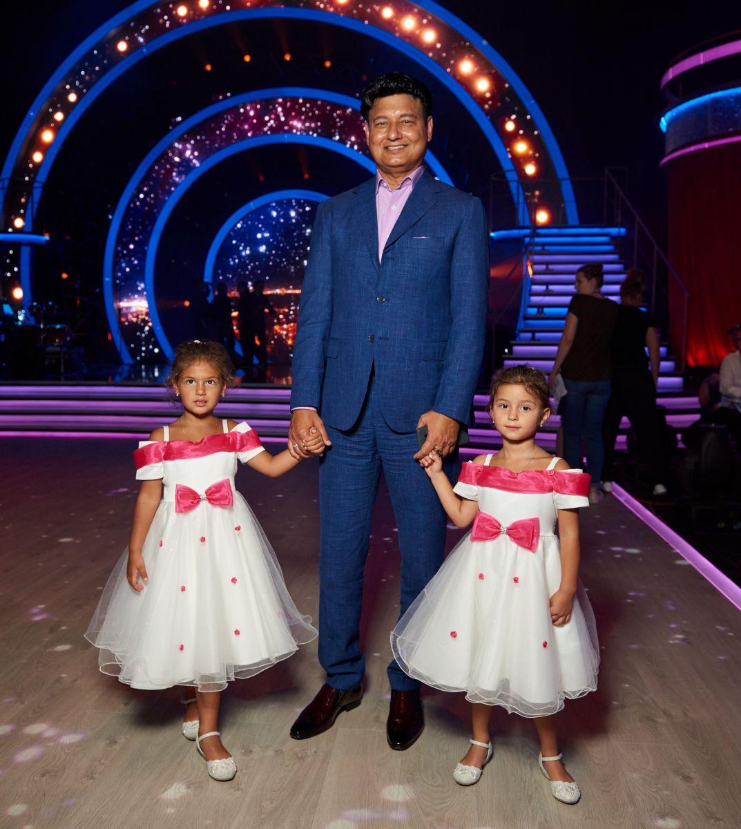 Муж Камалии Мохаммад Захур с дочками Арабеллой и Мирабеллой