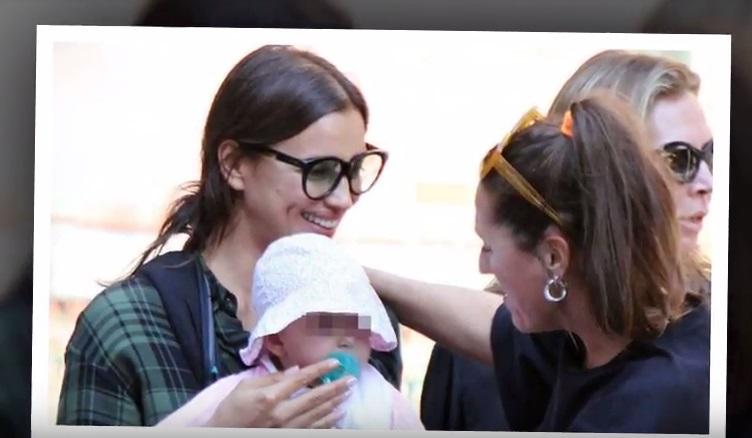 Невероятно трогательно: в сеть попали первые фото Ирины Шейк с дочерью