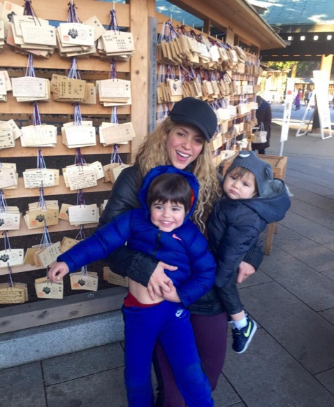 Счастливое семейство: Шакира и Жерар Пике поделились трогательными фото с сыновьями