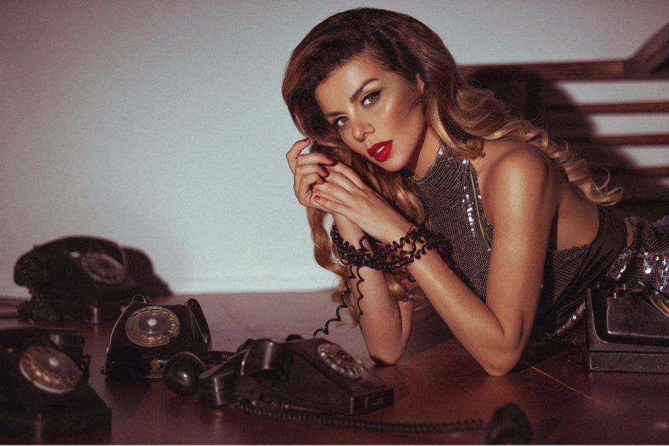 Анна Седокова в клипе Пока, милый