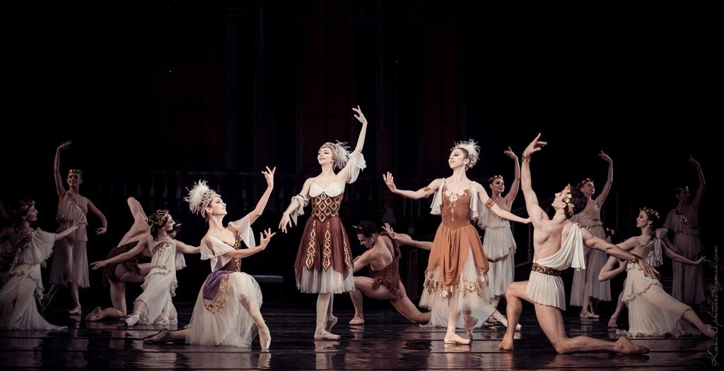 Украинская балерина Екатерина Кухар удивит необычным образом с японской глиной на голове