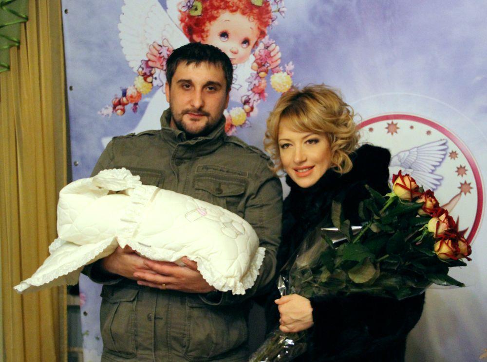 Валерия Черненко с мужем и дочерью