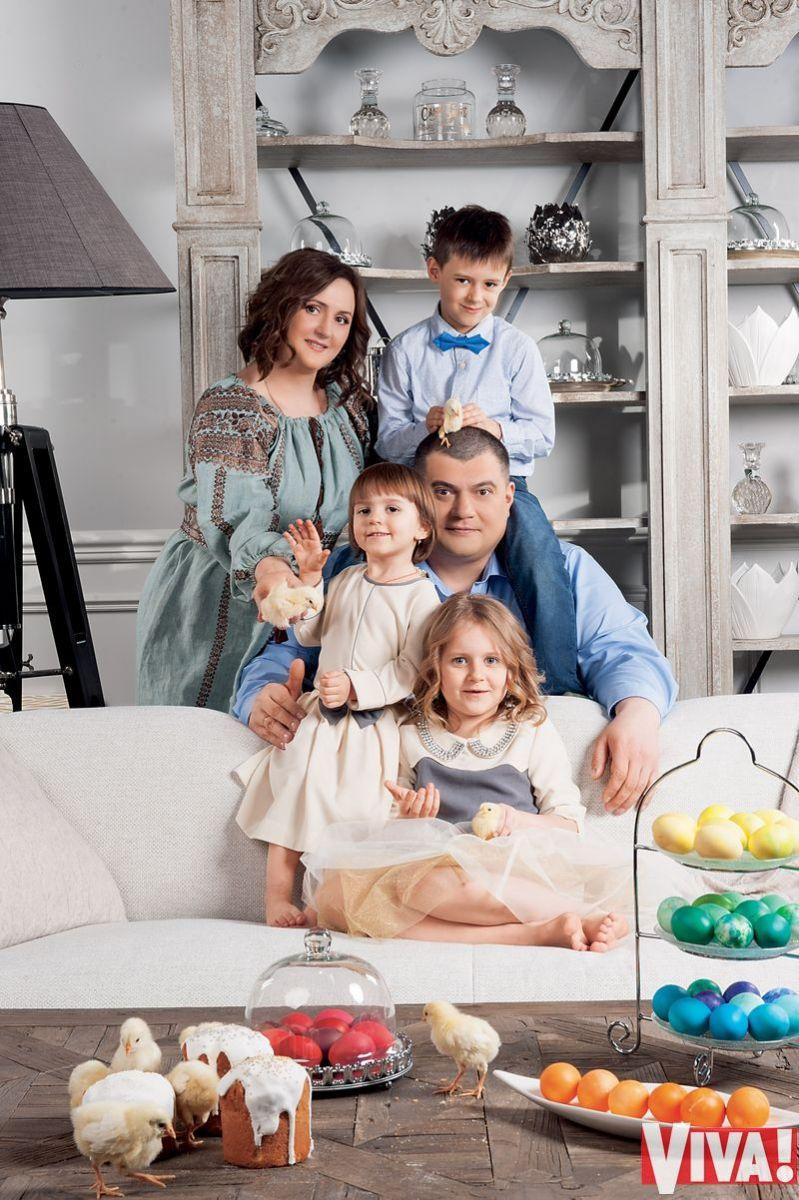 Юрий Корявченков с женой и детьми