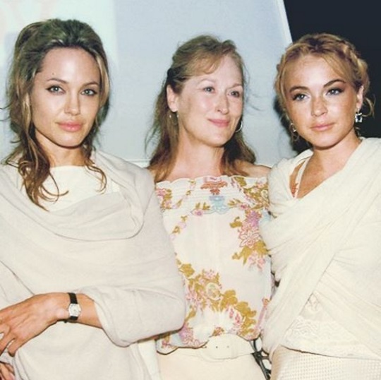 Линдсей Лохан показала раритетное фото с Анджелиной Джоли и Мэрил Стрип