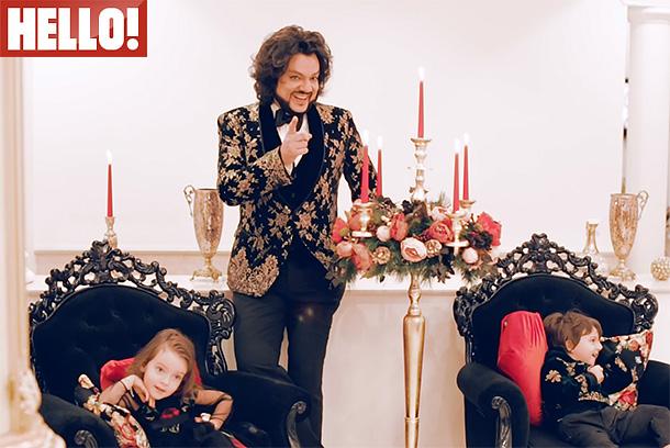 Филипп Киркоров впервые снялся с детьми для обложки журнала